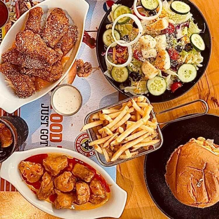 مطعم بافالو وينجز